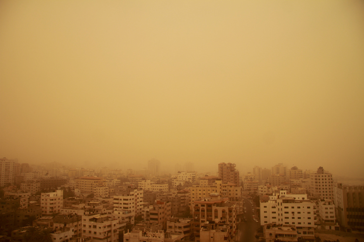 Heavy sandstorm engulfs the Gaza strip