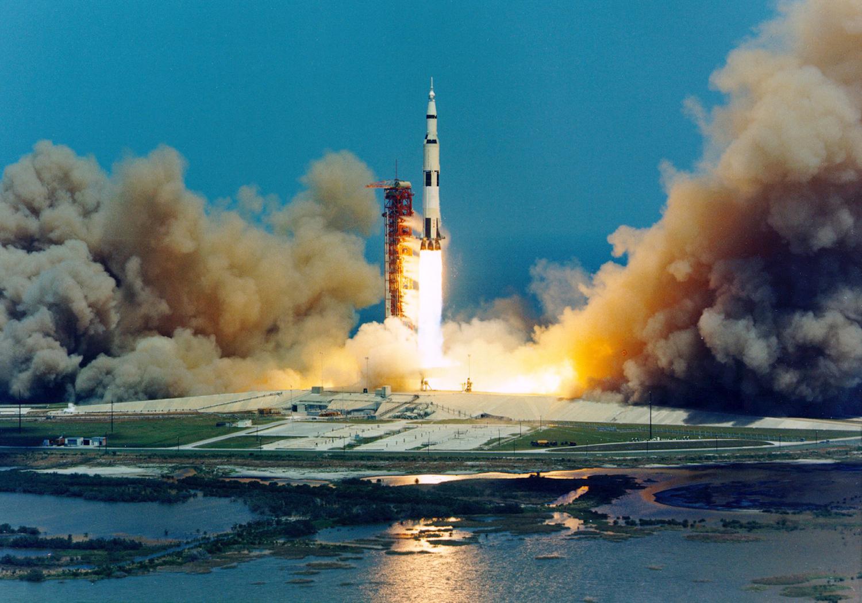 старт ракеты, полет на луну