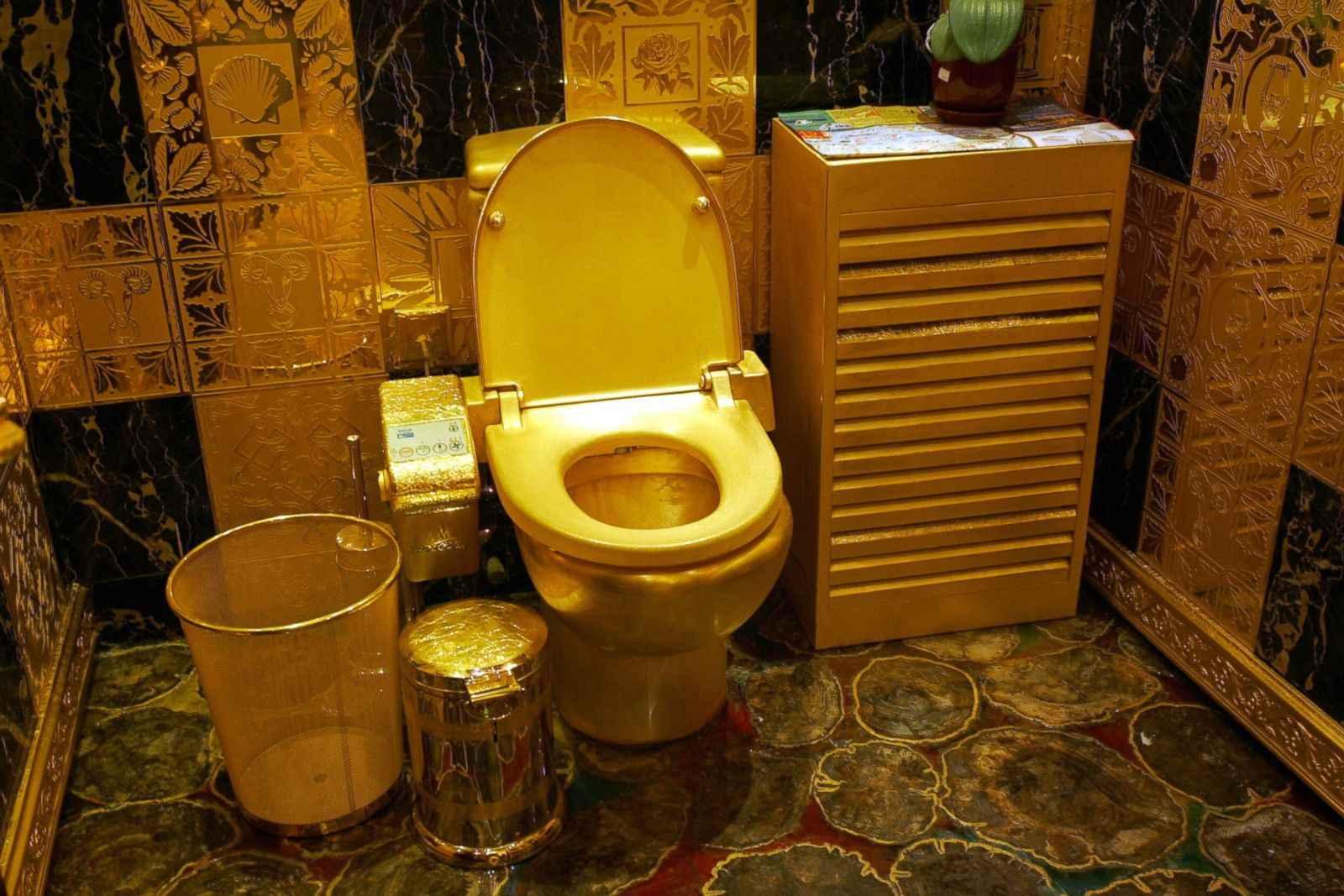 золотой туалет