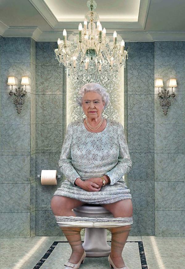 Елизавета II, королева Англии в туалете