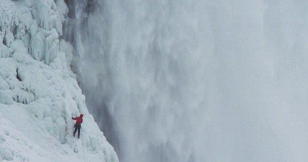 альпинист покарил ниагару