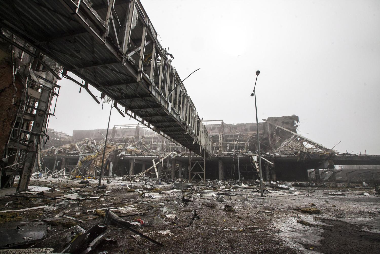 разрушенный аэропорт украина