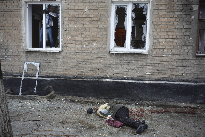 гибнут мирные жители на украине