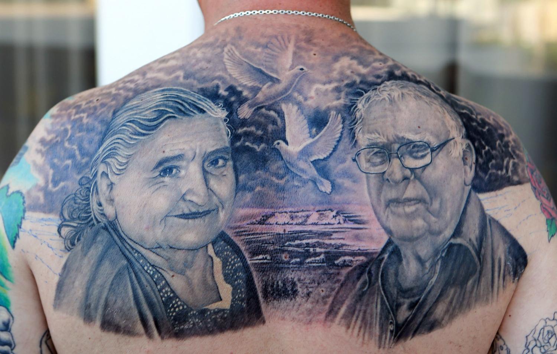 спина в татуировках