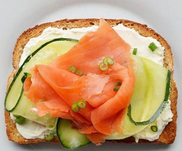 идеи для тостов с лососем и сыром