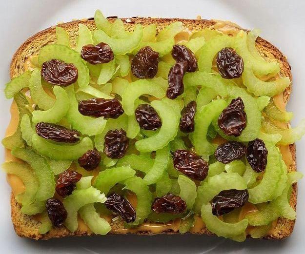 Жареный тост с арахисовым маслом