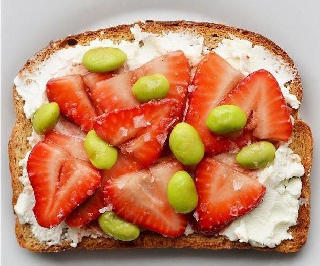 идеи для тостов с клубникой