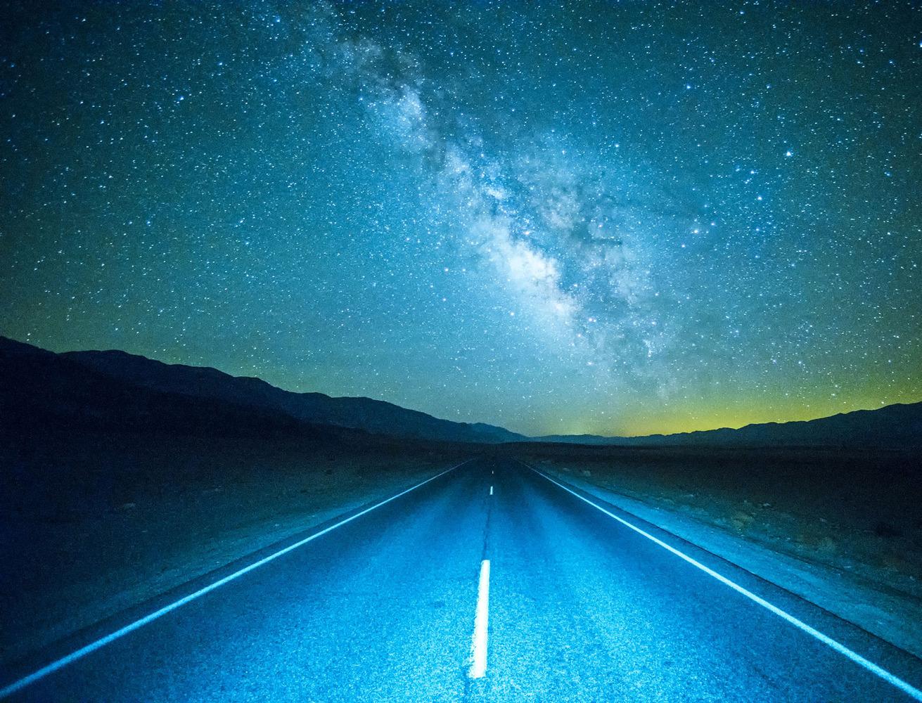 Дорога и звездное небо