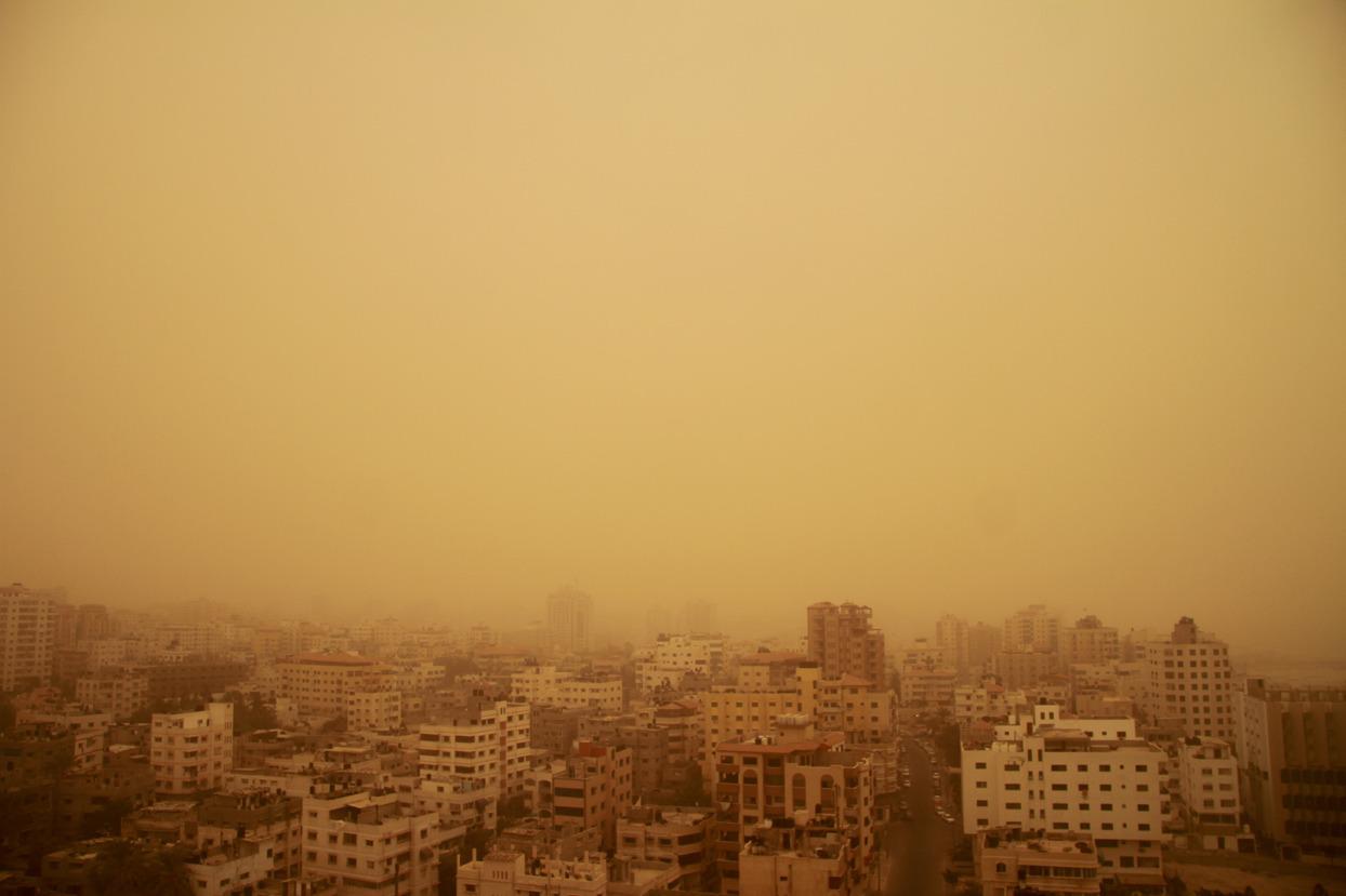 Heavy sandstorm engulfs the Gaza strip
