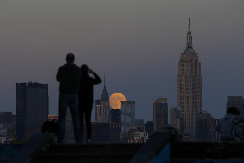 Луна в Нью Йорке