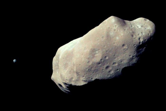 К Земле летят астероиды