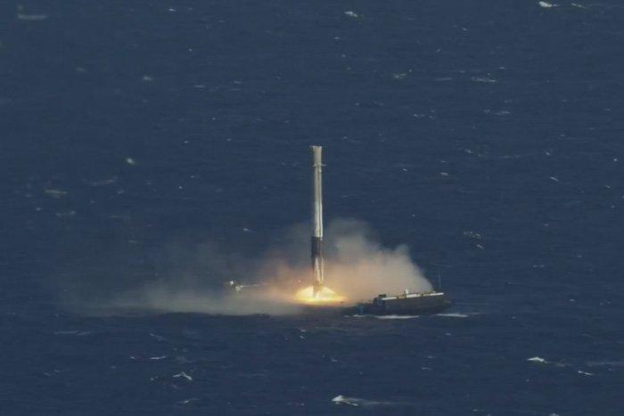 Ракета приземлилась в океане