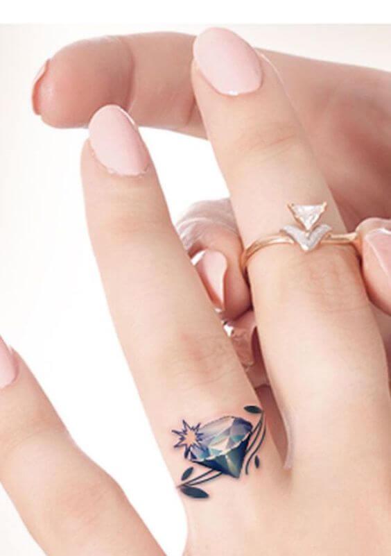 татуировка на пальце кольцо