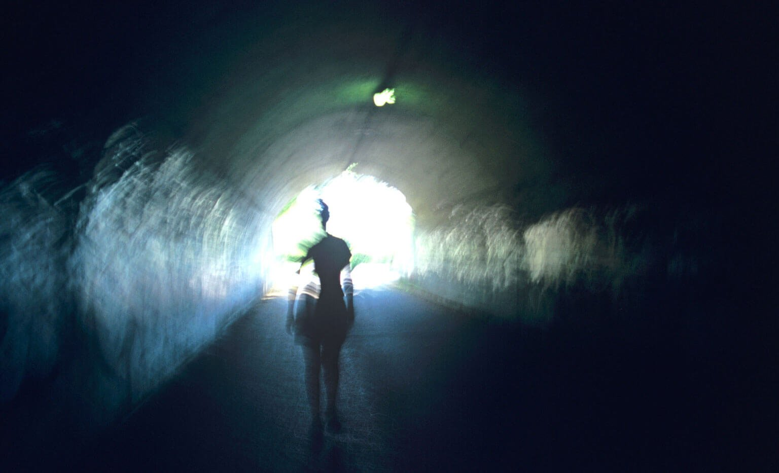 Квантовая теория о том, куда переходит сознание после смерти (2 фото + 3 видео)