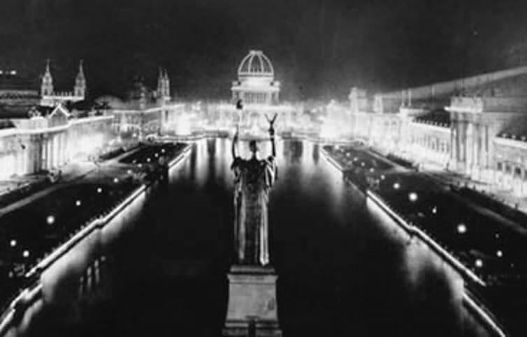 Электрические лампы переменного тока освещали ночь на Чикагской всемирной ярмарке.