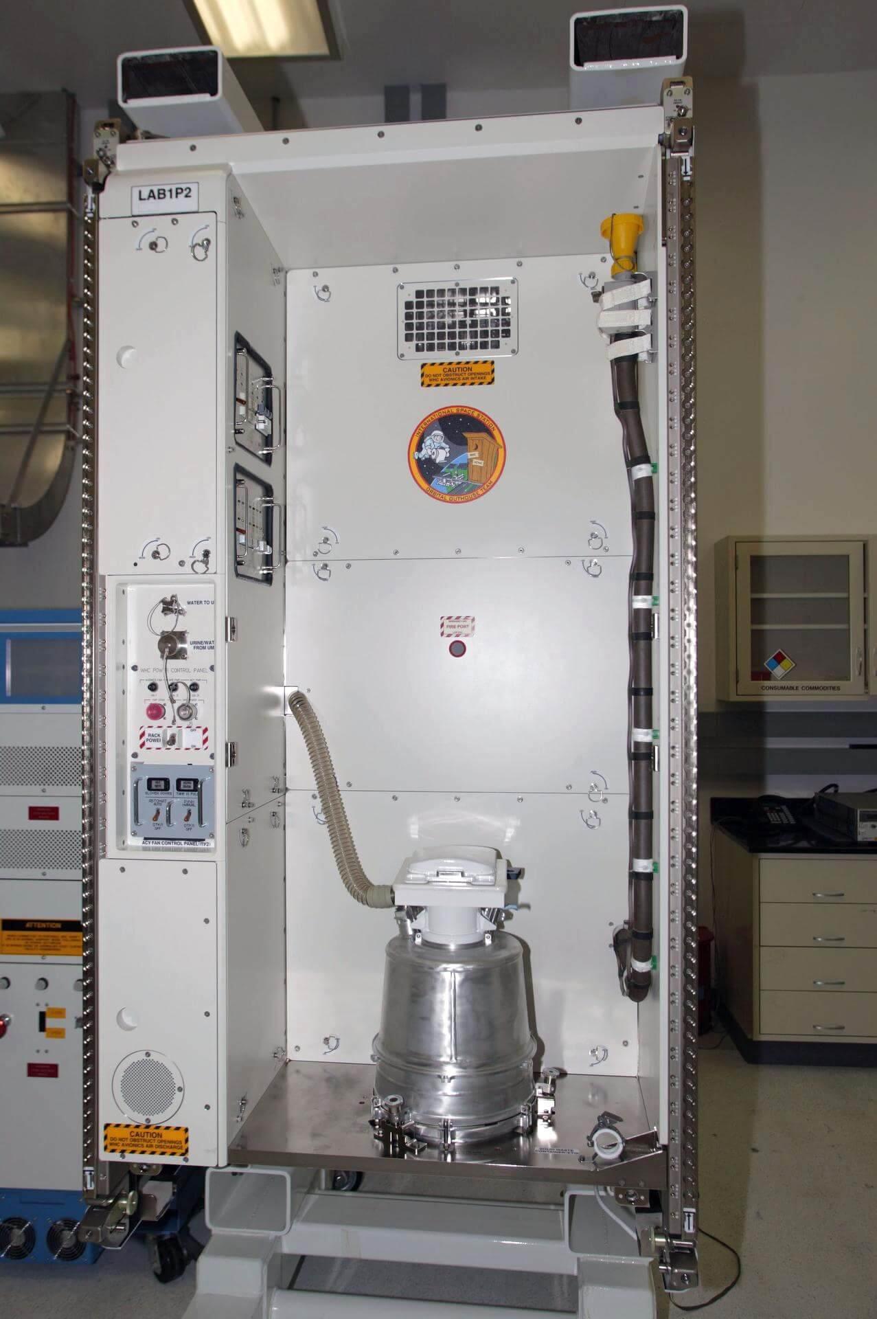 Система туалета МКС. (NASA)