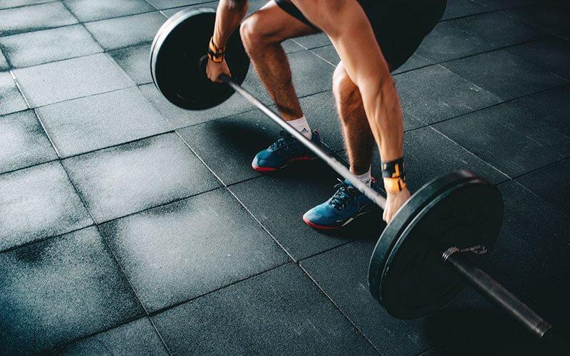 Поднимать тяжести, быстро похудеть