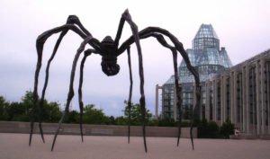 Скульптура паук