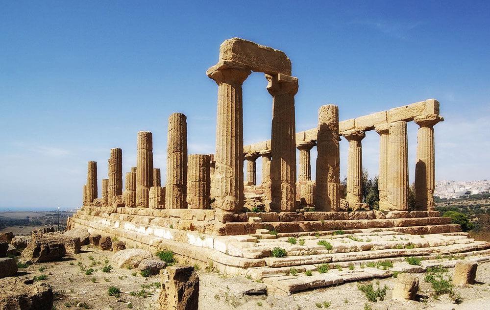Разрушенный древний храм в Италии