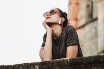 девушка мечтает