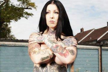 девушка в татуировках