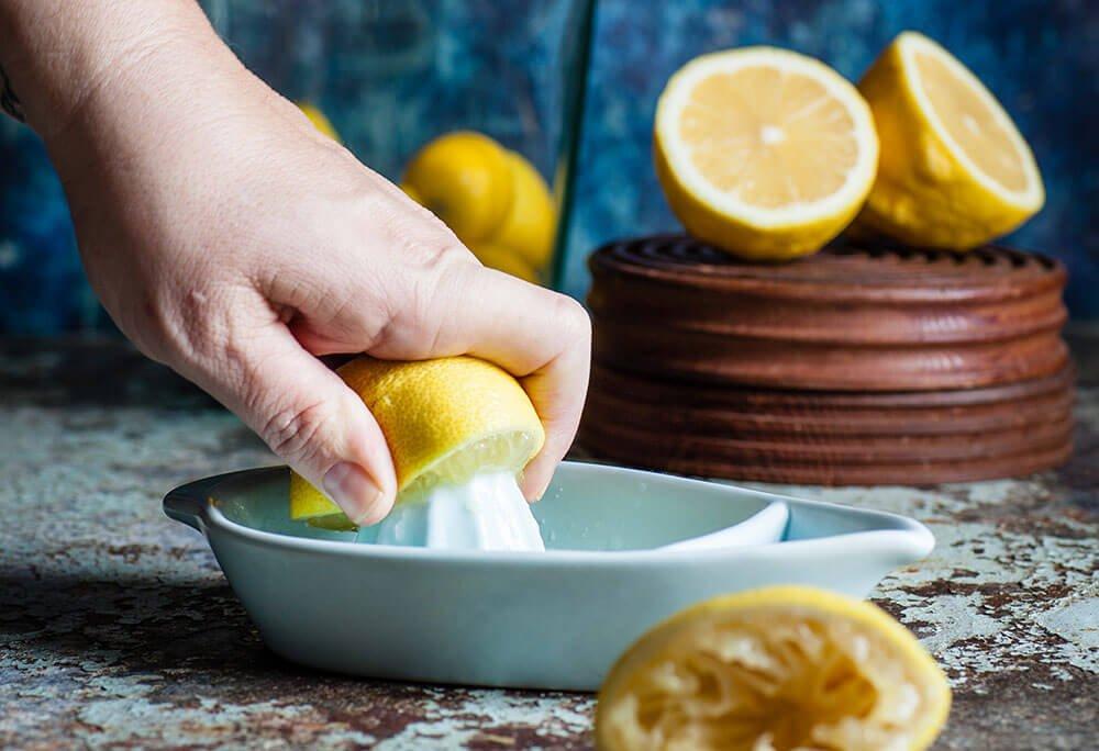 лимонная вода полезна